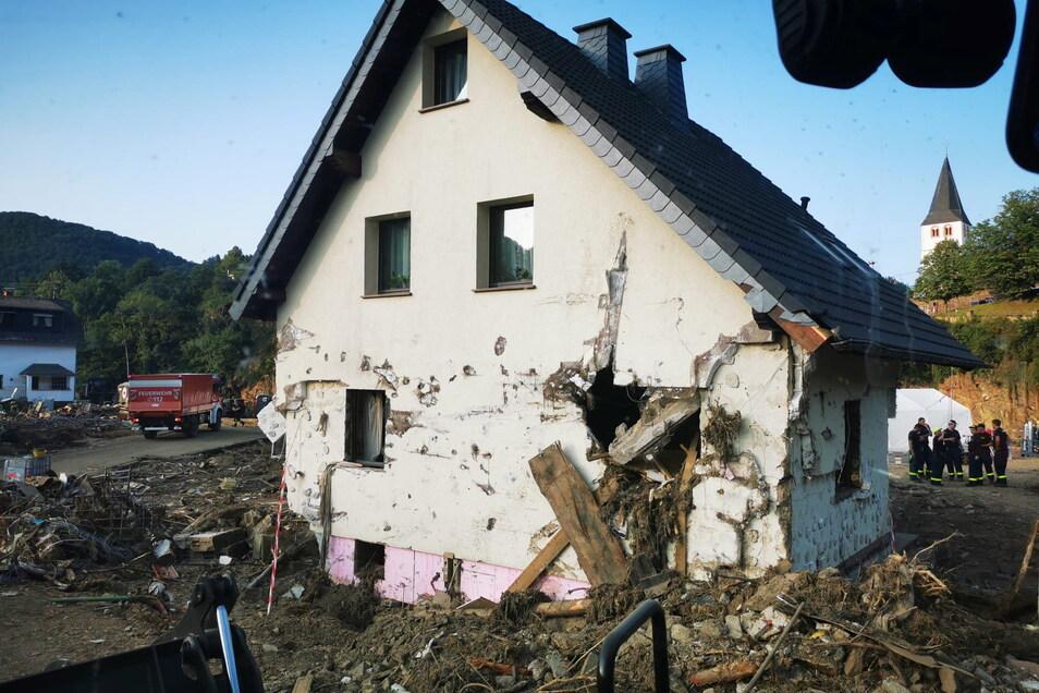 Die Wassermassen haben dieses Haus in Schuld unbewohnbar gemacht. Foto: THW Döbeln