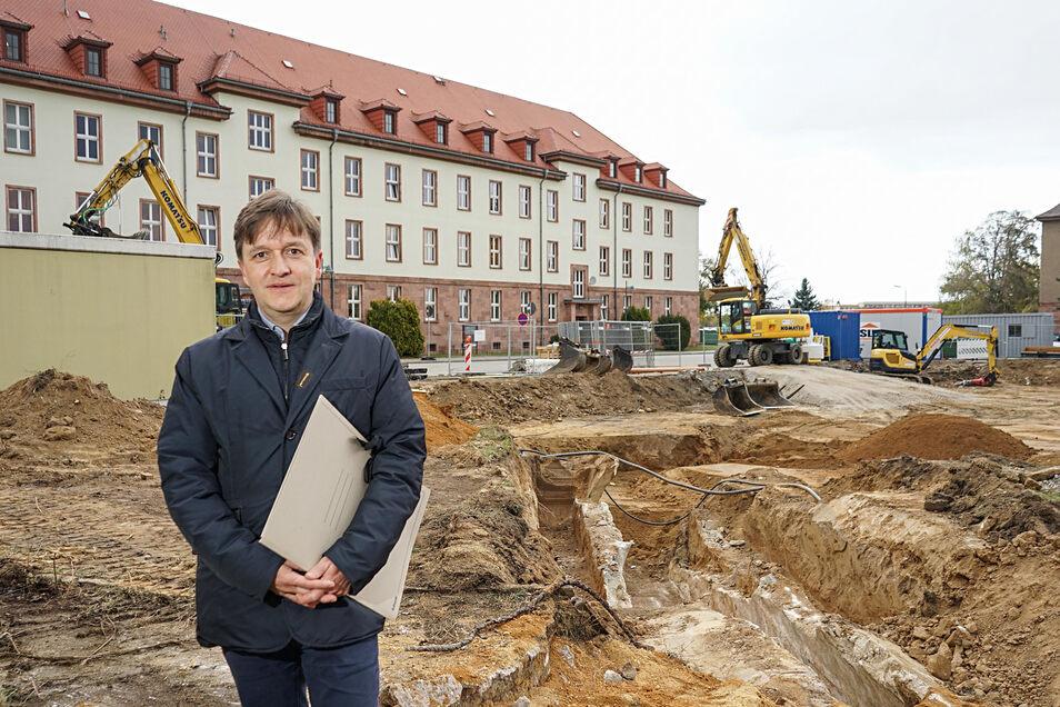 Auf dem Gelände der Polizeihochschule in Bautzen wird seit vergangenem Jahr gebaut. Die Arbeiten erfolgen unter Regie der Bautzener Niederlassung des Staatsbetriebes Immobilien- und Baumanagement, die von Jaroslaw Golaszewski geleitet wird.