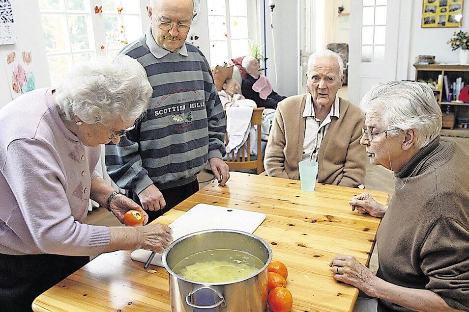 In einer Wohngemeinschaft muss niemand allein essen und kochen.