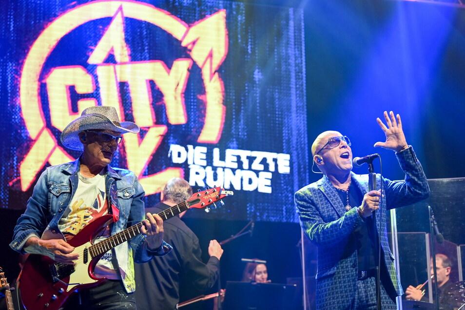 Die Musiker Fritz Puppel (l.) und Toni Krahl von der Band City jüngst bei einem Auftritt.