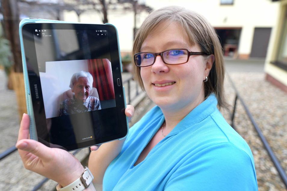"""Angela Neumann ist im Seniorenpflegepark """"Zur Linde"""" in Zittau das Bindeglied zwischen Bewohnern, Pflegern und Angehörigen das alle brauchen."""