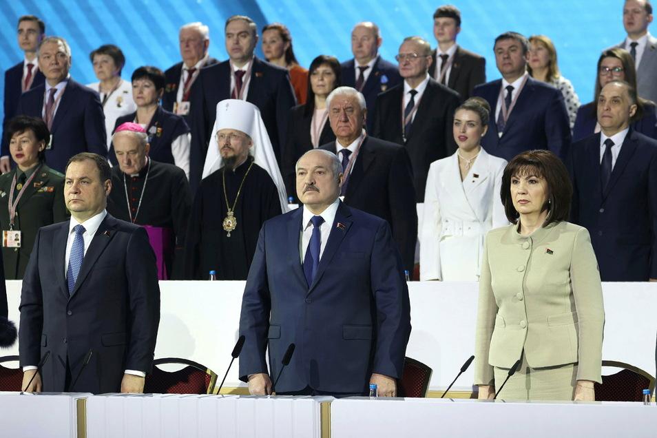 Nach den historischen Massenprotesten hat sich Präsident Lukaschenko von mehr als 2000 handverlesenen linientreuen Funktionären in seinem Kurs bestätigen lassen.