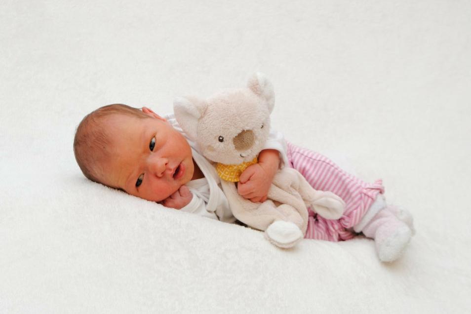 Emilia, geboren am 2. Juli, Geburtsort: Meißen, Gewicht: 2.990 Gramm, Größe: 45 Zentimeter, Eltern: Jacqueline und Rico Bach, Wohnort: Klipphausen