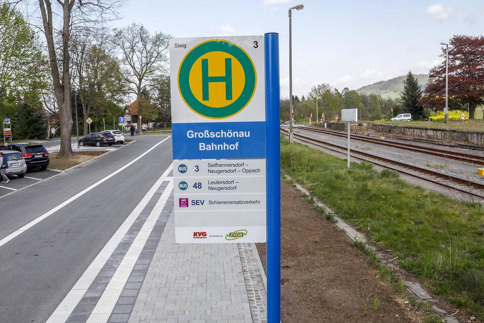 In Großschönau gibt es eine Übergangsstelle zwischen Bus und Bahn - hier soll man mit der Fahrplanumstellung künftig weniger warten und mehr umsteigen.