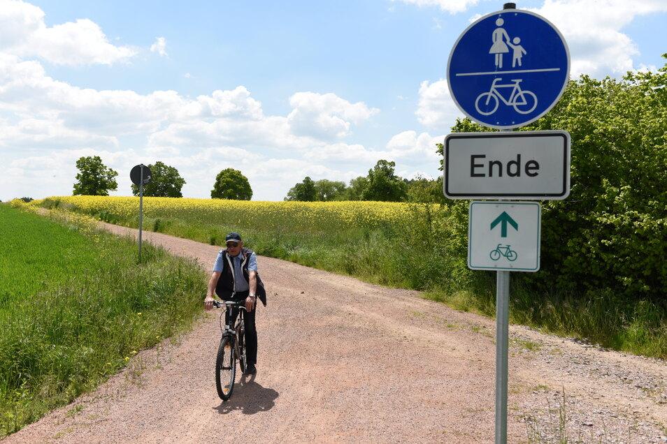 Westlich von Hartha ist Schluss: Der Radweg ist in Richtung Geringswalde unterbrochen und wird umgeleitet.