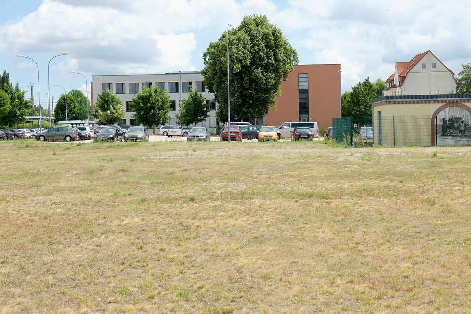 """Mit dem Vorschlag eines """"funktionalen Neubaus"""" auf den Flächen neben dem Landratsamt an der Brauhausstraße ging bei der Kreistagssitzung am Donnerstag die AfD ins Rennen. Sie konnte sich jedoch nicht durchsetzen."""