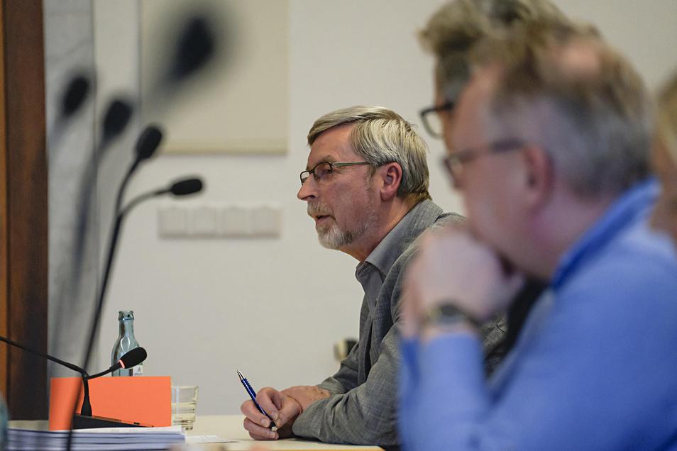 """Sieghard Albert, Fraktionsvorsitzender der AfD im Bautzener Stadtrat, fordert, Mittel aus dem Programm """"Partnerschaft für Demokratie"""" umzulenken. Insgesamt zehn Sparvorschläge hat die Partei jetzt aufgelistet."""