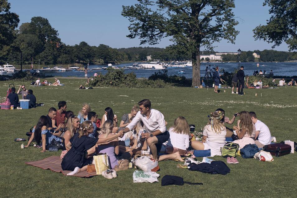Gute Stimmung im Schweden-Sommer: Sind die Nordländer rentenpolitisch besser dran?