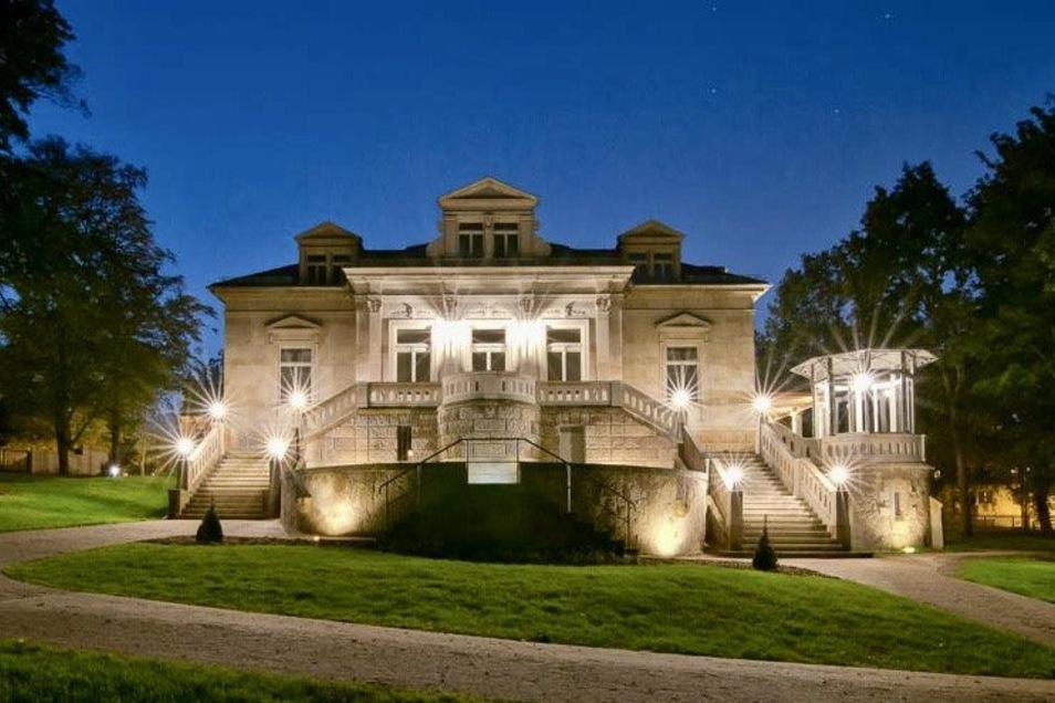 Kaum wiederzuerkennen: Mit der Sanierung der verfallenen Erlwein-Villa bekommt Dresden ein Stück Stadtgeschichte zurück.