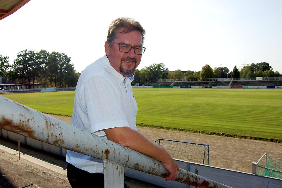 Torsten Kilz im Friedrich-Ludwig-Jahn-Stadion. Der Sportbund ist der Betreiber der Anlagen – und er hat seinen Sitz seit 2018 im Sozialgebäude.