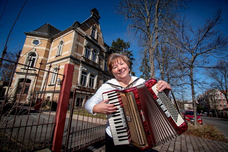 Christa Michel hat als Kind die Musikschule besucht. Seitdem hat die Musik ihr Leben bestimmt. Seit inzwischen 20 Jahren engagiert sie sich im Förderverein der Musikschule Döbeln, deren Vorsitzende sie mittlerweile ist.