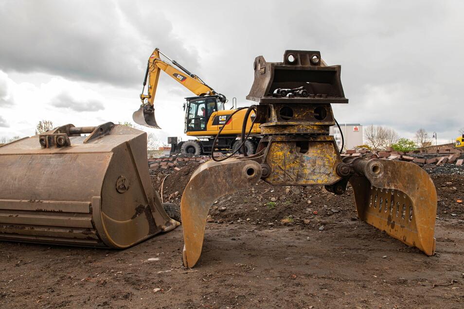 Düstere Zeiten für Baustellenbetreiber beziehungsweise Inhaber von Firmen: In der Region um Riesa und Großenhain haben es momentan Diebe auf tonnenschweres Gerät abgesehen.
