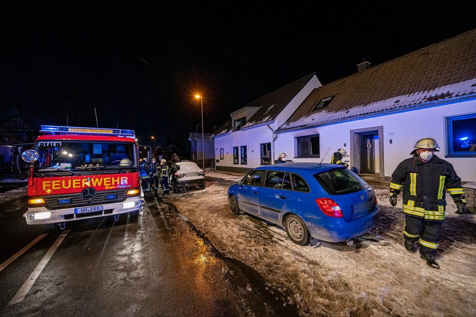 Bei einem Brand in dem Wohnhaus in Radevormwald im Bergischen Land sind fünf Menschen ums Leben gekommen.