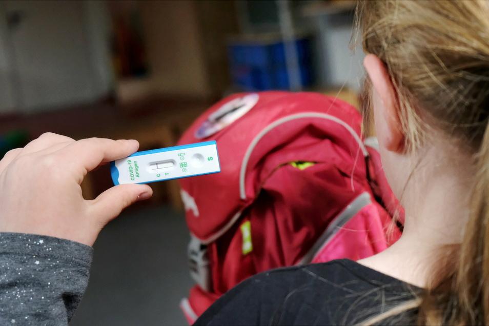 In Sachsen liegen Insgesamt 1,1 Millionen Testergebnisse von Schülern aus der vergangenen Woche vor - darunter auch positive.