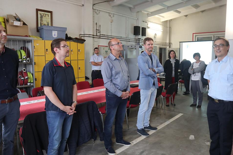 Rückblick auf die Sitzung des Wittichenauer Stadtrates im Juli 2020: Diese fand im Feuerwehr-Depot Wittichenau statt. Ortswehrleiter Thomas Werner gab einen Überblick über die Bedingungen der Kameraden.