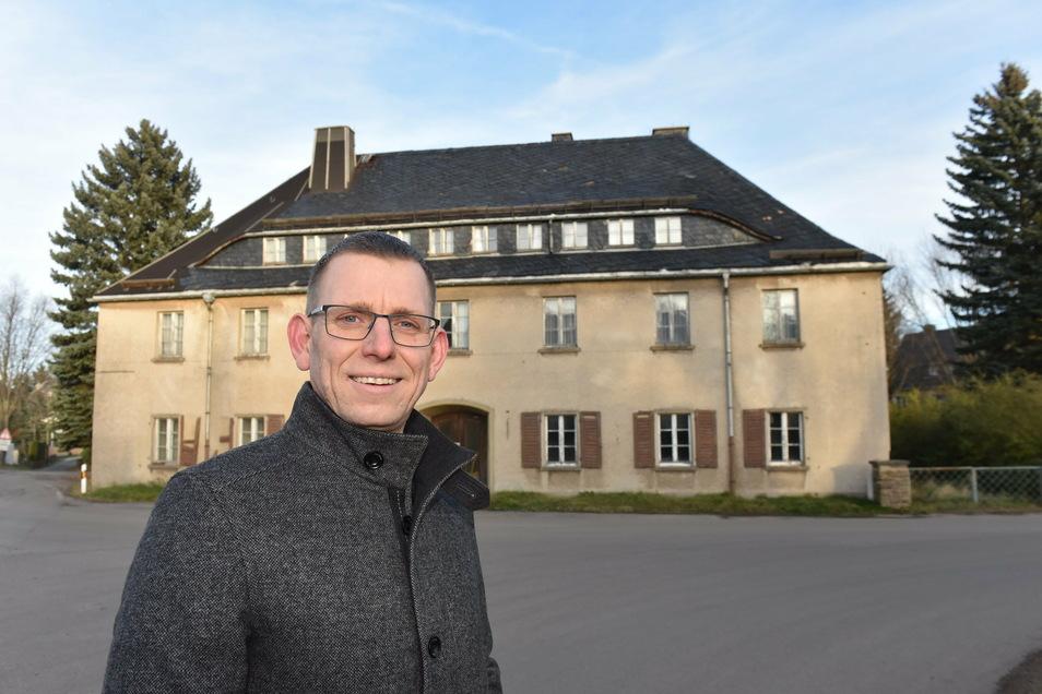 Glashüttes Bürgermeister Markus Dreßler (CDU) bemüht sich schon seit Längerem um den Abriss des früheren Handwerkerheims in Johnsbach.