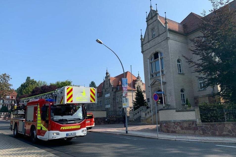 Die Feuerwehr Döbeln rückte mit allen Fahrzeugen zum Amtsgericht Döbeln aus. Die Brandmeldeanlage hatte ausgelöst.