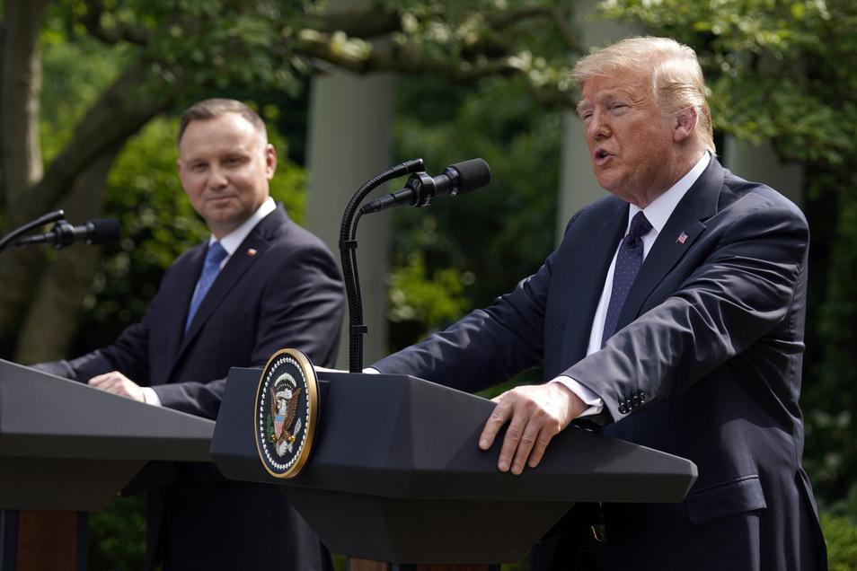 Polens Regierungschef Andrzej Duda (l) wurde am Mittwoch von US-Präsident Donald Trump im Weißen Haus empfangen.