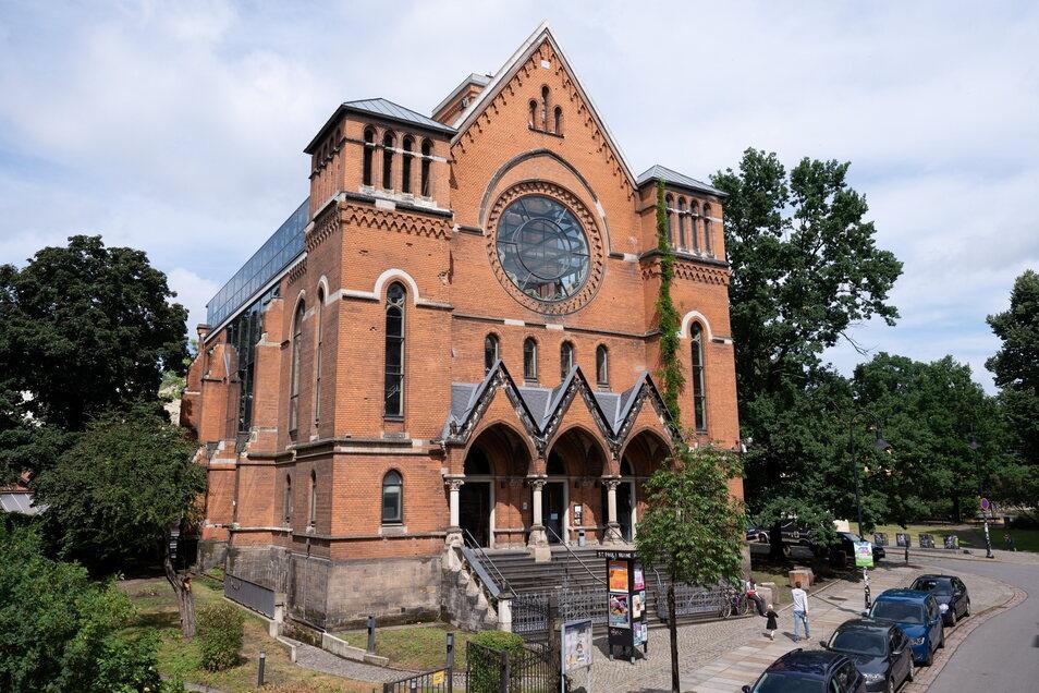 In Dresden ist die Ruine der 1945 zerstörten St. Pauli-Kirche seit 1997 Domizil für Theater und Konzerte.