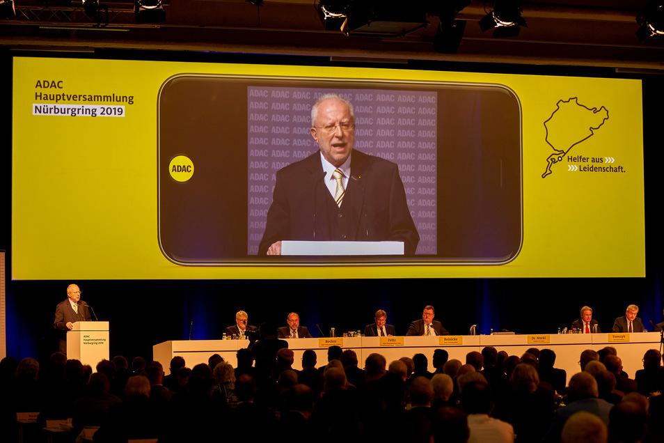 ADAC-Präsident August Markl eröffnet die Hauptversammlung.