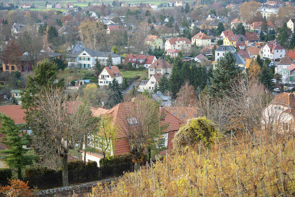Die Villengebiete mit großzügigen Grundstücken prägen den Charakter Radebeuls oberhalb der Meißner Straße. Ein 400 Hektar großes Areal mit 3.000 Gebäuden wird jetzt analysiert.