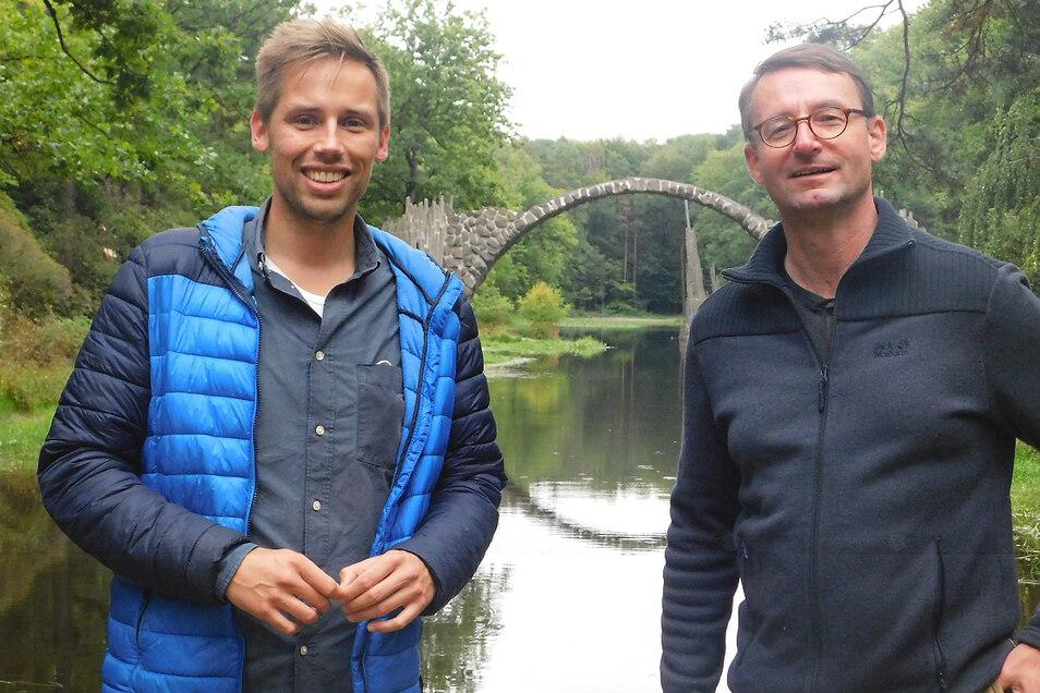Sachsens Innenminister Roland Wöller und Florian Oest waren im Kromlauer Park. Was wie Ausflug schien, war Arbeit.