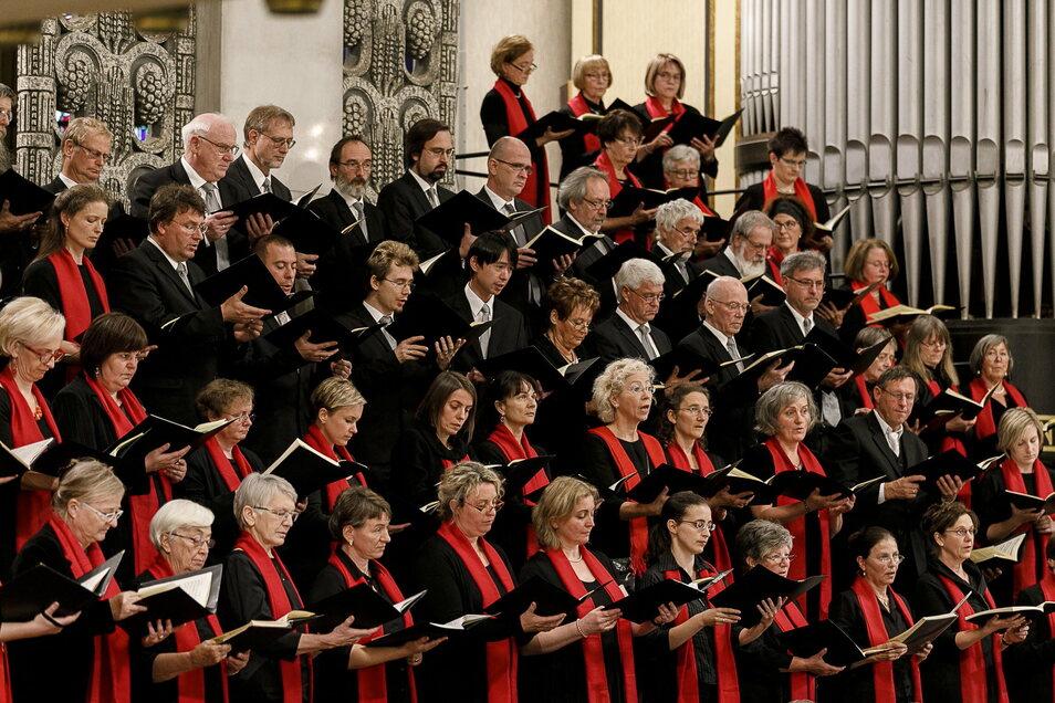 Danach sehnen sich Chöre und Publikum: nach Konzerten wie dem des Bachchors am 3. Oktober 2018, in denen jeder Sänger seinen Nachbarn hört.