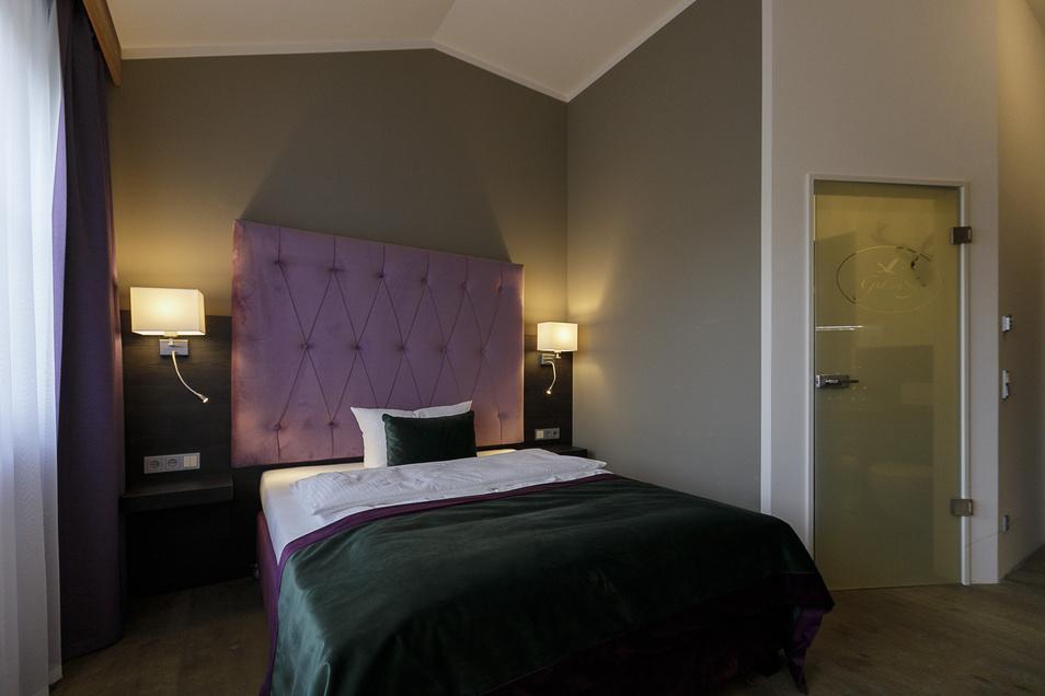 Auch in den Hotelzimmern findet sich das Lila als Farbe des Hotels.