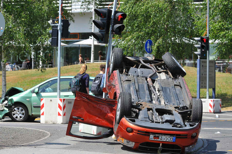 Nicht nur in den vergangenen Jahren krachte es immer wieder vor der Mensa an der Hochwaldstraße: Dieser Unfall passierte im Juni diesen Jahres.