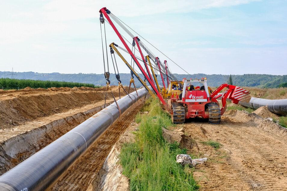 August 2019 in  der Nähe von Neusörnewitz.  Da  wurde gerade ein Rohrstrang für die Eugal Gas-Pipeline abgesenkt. Ab Montag soll hier Gas durchströmen.