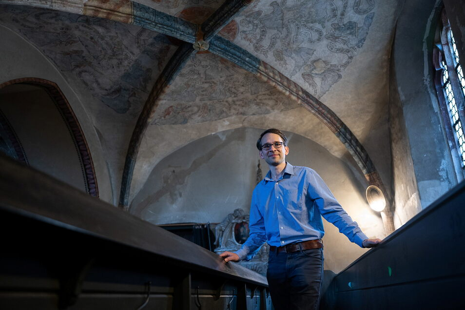 Um 1430 entstanden, stammt eine mittelalterliche Wandmalerei in der Dreifaltigkeitskirche noch aus der Zeit der Franziskanermönche. Kunsthistoriker Kai Wenzel kennt sich damit aus.
