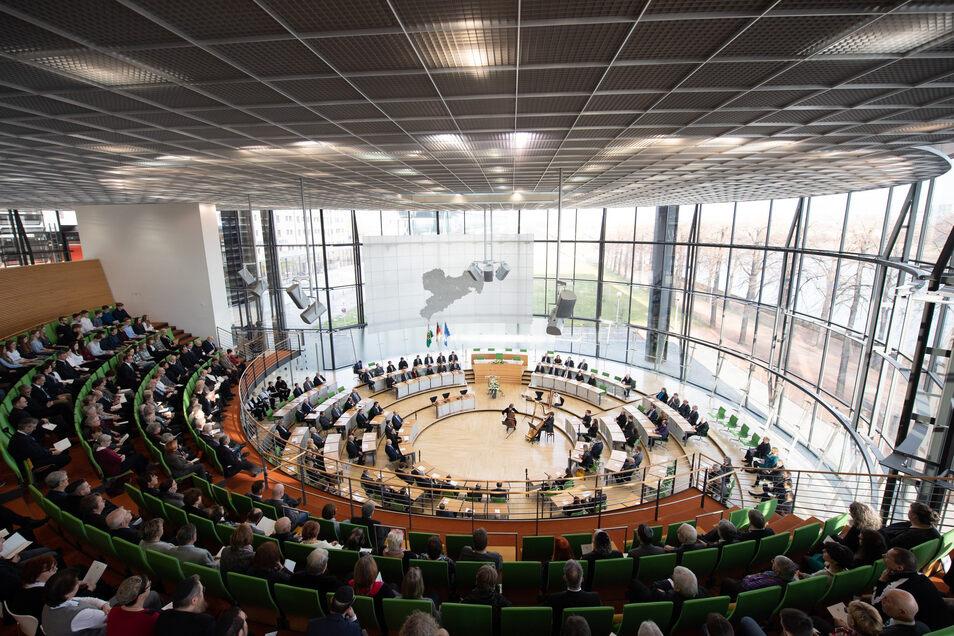 Bei der Veranstaltung im Sächsischen Landtag waren auch viele Bürger und Vertreter von Opferverbänden vor Ort.