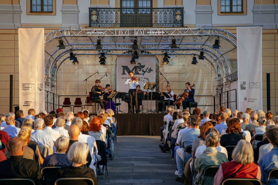Die Nordterrasse von Schloss Moritzburg: im Vorjahr eine coronabedingte Alternative zum Speisesaal des Barockbaus und der Kirche. Künftig ist sie nun der Hauptspielort des Moritzburg Festivals.
