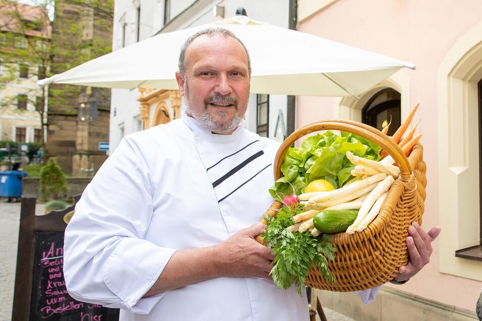 Chefkoch Sven Petzold vom Romantik Hotel Pirna bietet ein Menü an. Per E-Bay ist seine Leistung zu ersteigern.