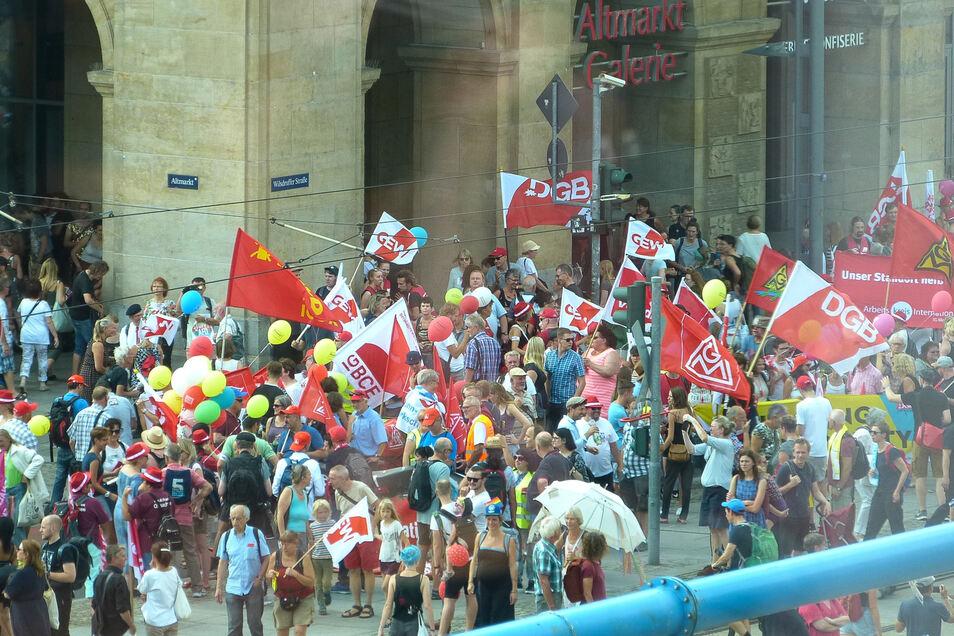 Für die Demonstration war bundesweit mobilisiert worden, es waren Plakate von Gruppen aus Hessen, Bayern, Brandenburg und anderen Bundesländern zu sehen. Zudem war bundespolitische Prominenz angereist, darunter Finanzminister Olaf Scholz (SPD) und Linke-Chef Bernd Riexinger. Allerdings trat keiner von ihnen als Redner auf.