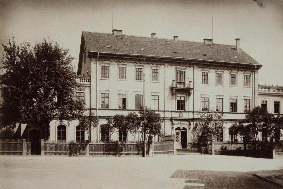 1879 als königliches Amtsgericht in Döhlen in betrieb genommen, wird die Institution bis Ende 1992 wirksam, ab 1952 unter der Bezeichnung Amtsgericht Freital.
