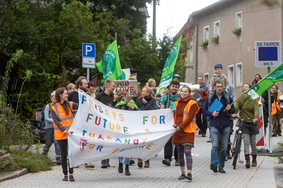 Fridays for future: Auch in Tharandt wurde demonstriert. Etwa 30 Teilnehmern zogen am Freitag durch die Stadt.