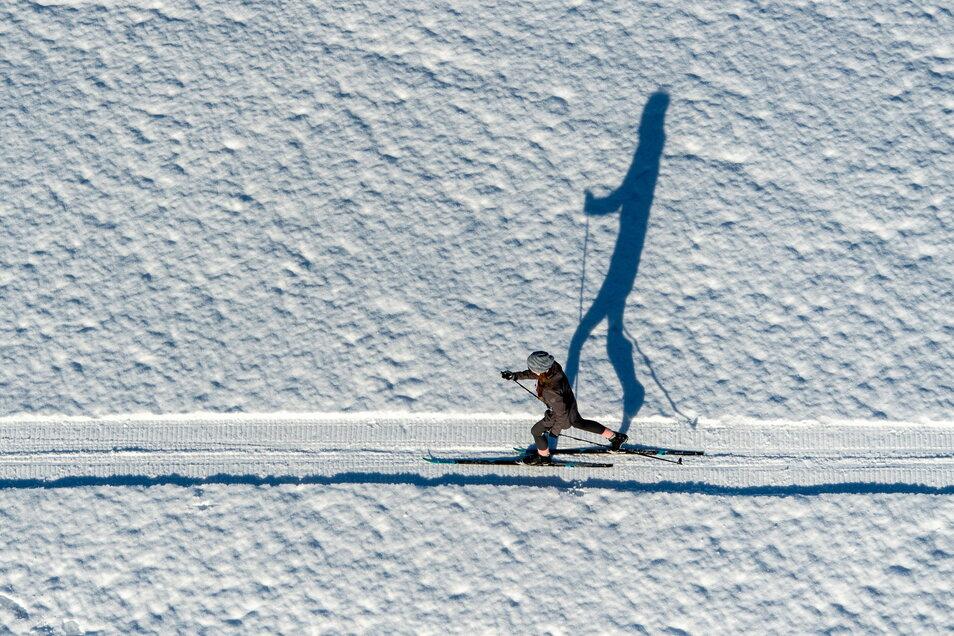 Ski-Wanderung bei Nový Hrádek in Tschechien. Nachdem der Schnee vergangene Woche geschmolzen war, herrschen nun wieder gute Wintersportbedingungen, auch in Sachsen.