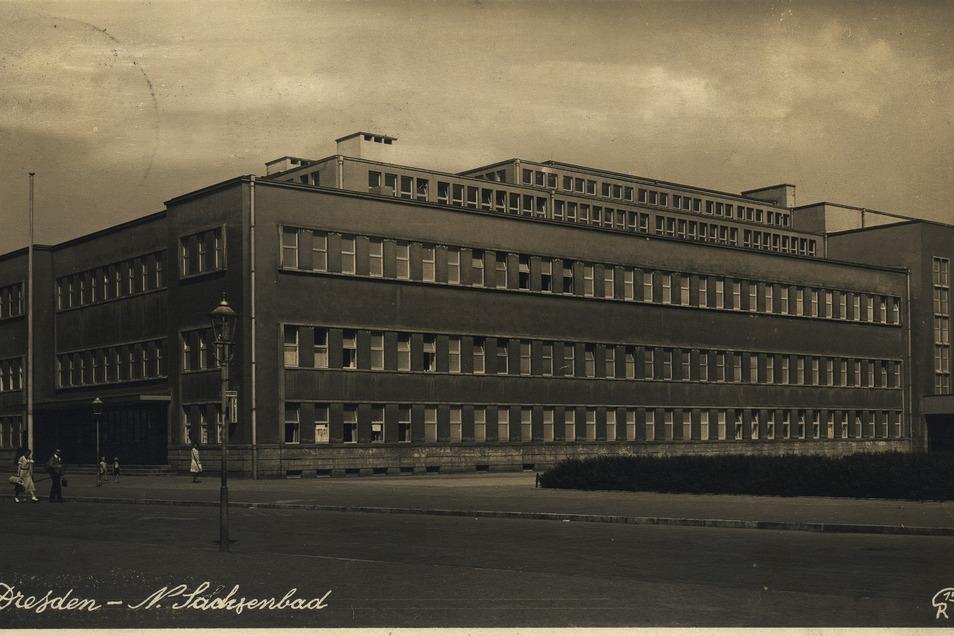 Diese historische Postkarte zeigt das Sachsenbad kurz nach der Eröffnung um 1930.