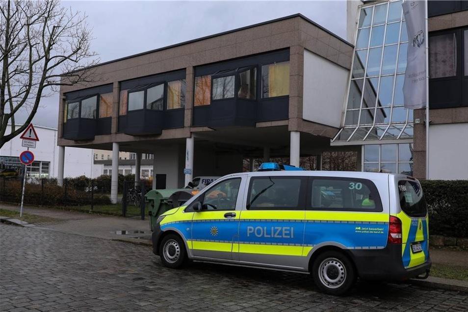 Am Dienstagmorgen haben Polizisten in Dresden und Umgebung ...
