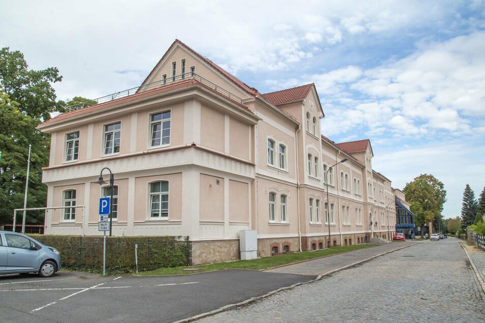 Die Außenstelle des Landratsamtes in der Robert-Koch-Straße in Niesky. Dort sind elf Ämter untergebracht. Das soll auch so bleiben.