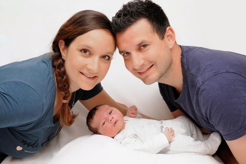 Finn, geboren am 28. Juni, Geburtsort: Hoyerswerda, Gewicht: 3.900 Gramm, Größe: 53 Zentimeter, Eltern: Julia und Jan Becker, Wohnort: Königswartha
