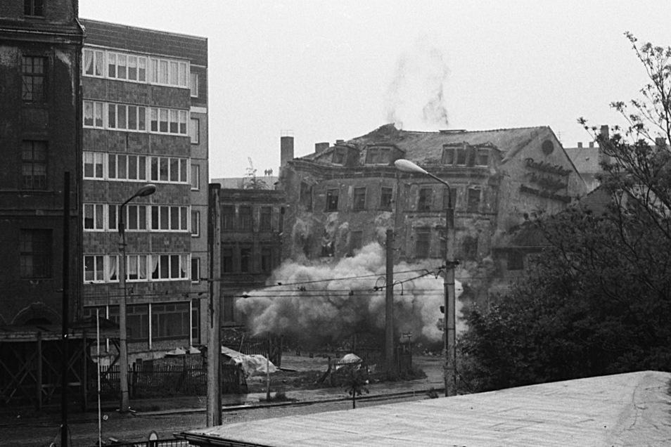 1988 wird dieses Haus an der Ecke Weißeritz-/Schäferstraße gesprengt.