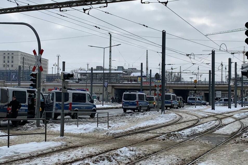 Großes Polizeiaufgebot am Hauptbahnhof.