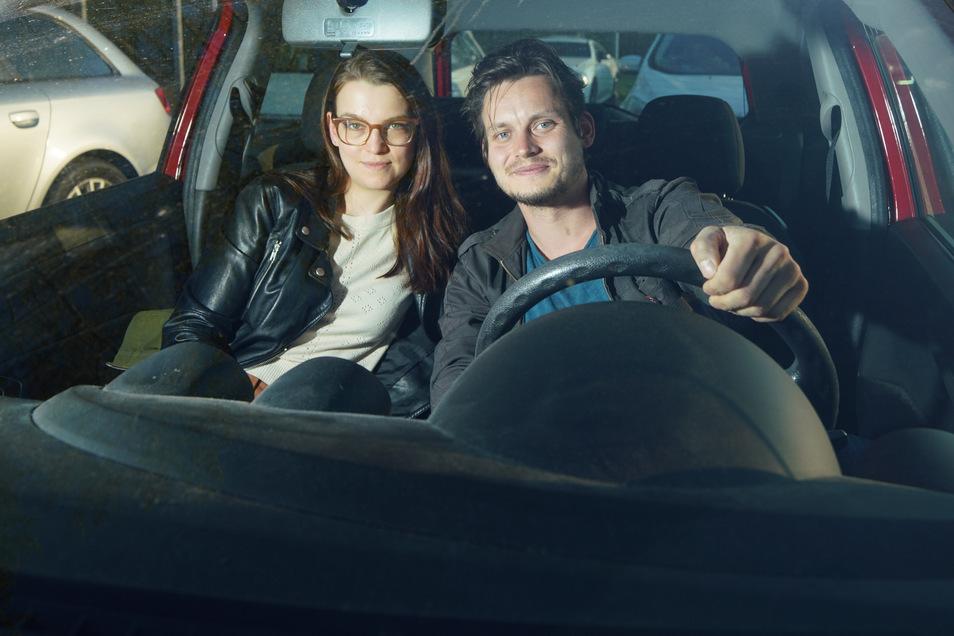 Autokino-Tester für Sächsische.de: SZ-Redakteurin Dominique Bielmeier und Marcel Lange.