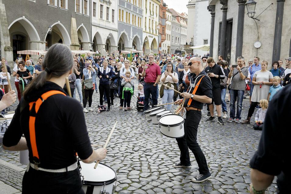 """Die """"Band """"Play"""" sorgte bei den Feierlichkeiten am Untermarkt für gute Laune."""