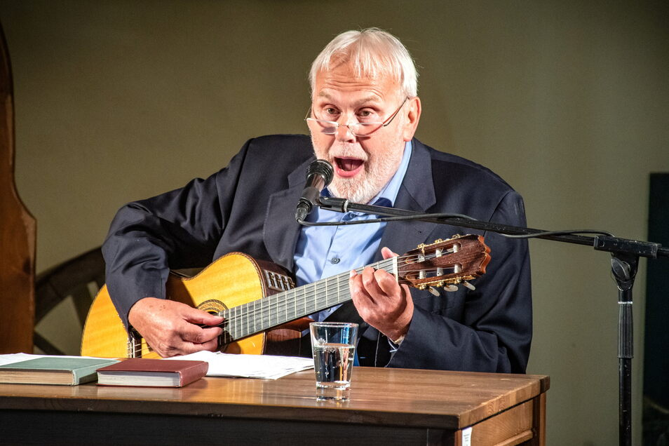 Gunther Emmerlich - hier im Mai 2020 bei einer Lesung - kommt am Wochenende gemeinsam mit dem Dresden Swing Quartett nach Gostewitz.