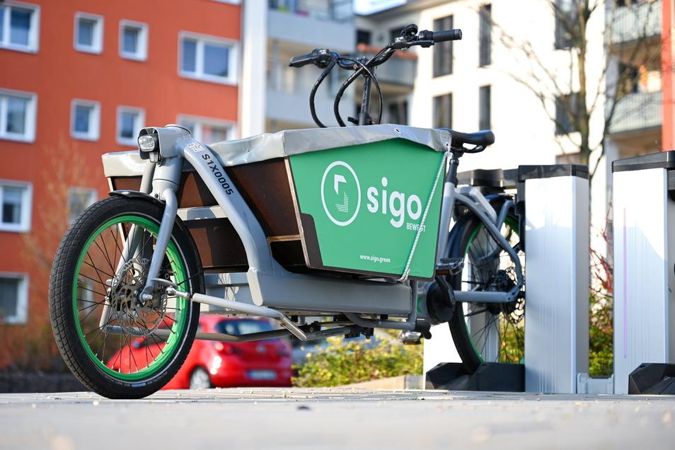 Ein Elektro-Lastenrad des Darmstädter Start-ups Sigo steht in einer Verleihstation. In städtischen Wohnhäusern fehlt es oft an geeigneten Abstellmöglichkeiten.