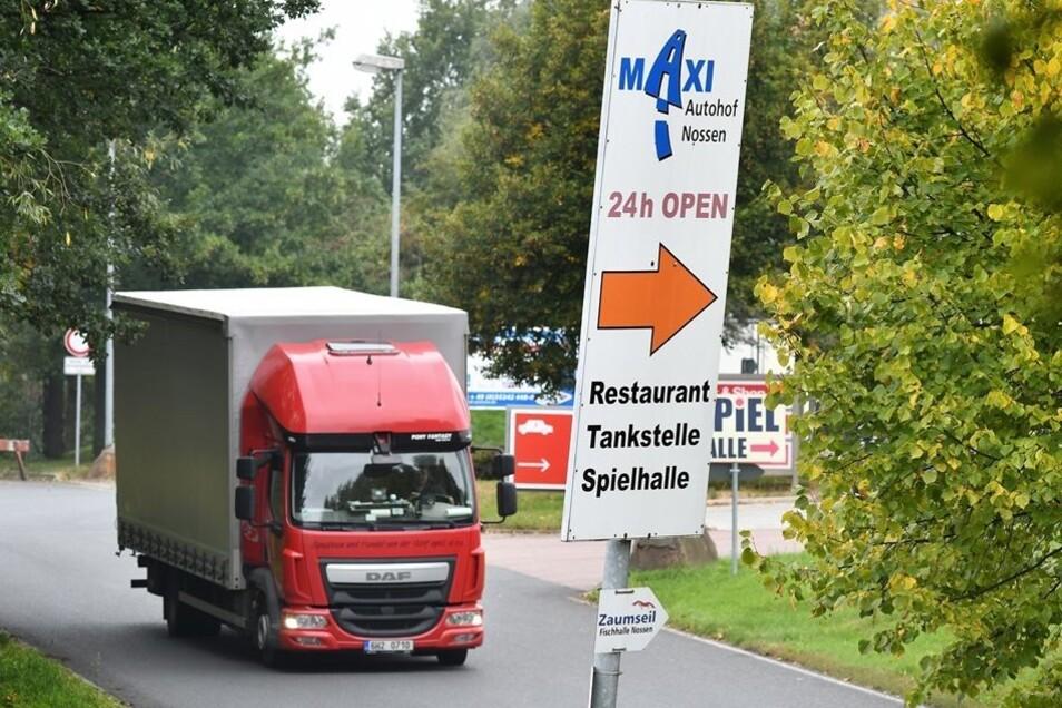 Am Maxi-Autohof an der Anschlussstelle A14-Nossen-Nord sollen die Fernbusreisenden in den Flixbus einsteigen.