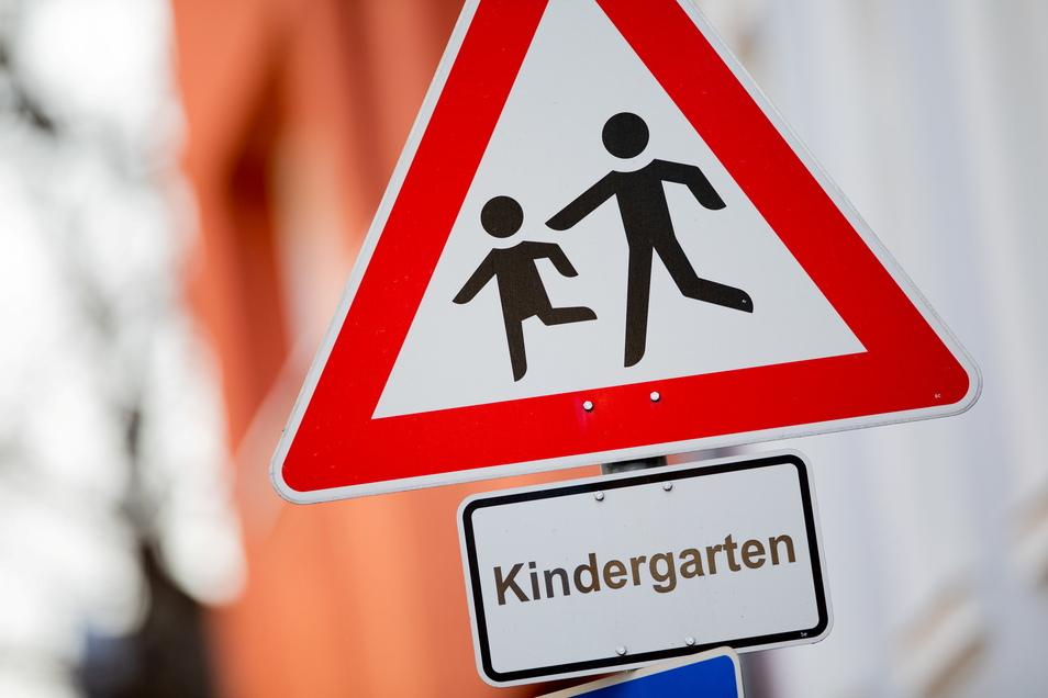In mehreren Regionen Sachsens schließen Kindertagesstätten und Horte. Nur eine Notbetreuung soll es geben.